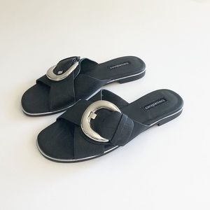 Town Shoes Big Buckle Slide Sandals Size 7.5